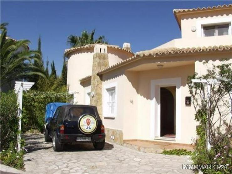 Bild 3: Neuwertige Villa mit Pool direkt am Loch 1 der Golfanlage Oliva Nova