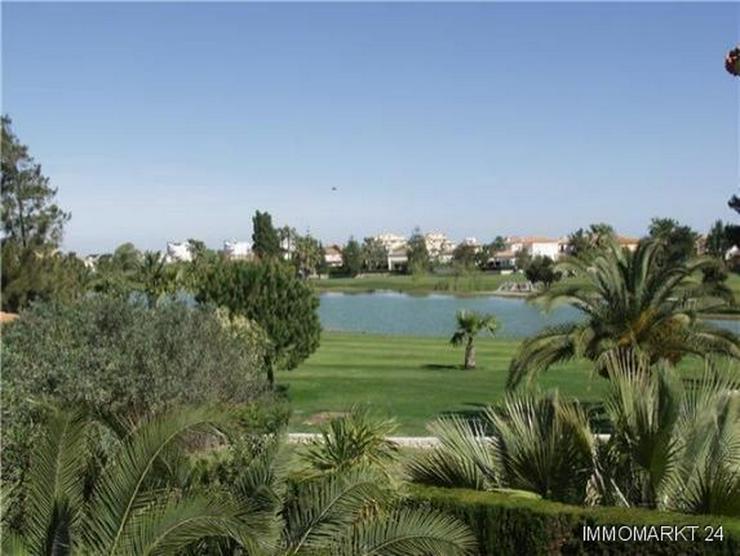 Bild 2: Neuwertige Villa mit Pool direkt am Loch 1 der Golfanlage Oliva Nova
