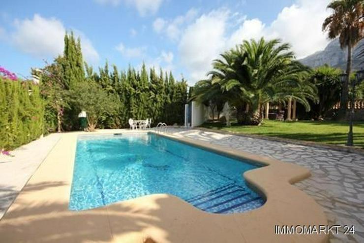 Bild 2: Villa mit Gästewohnung und Garage auf uneinsehbarem Grundstück