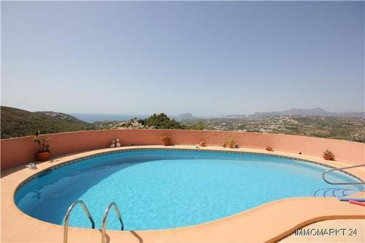Bild 2: Villa mit Gästewohnung, Pool und beeindruckendem Ausblick