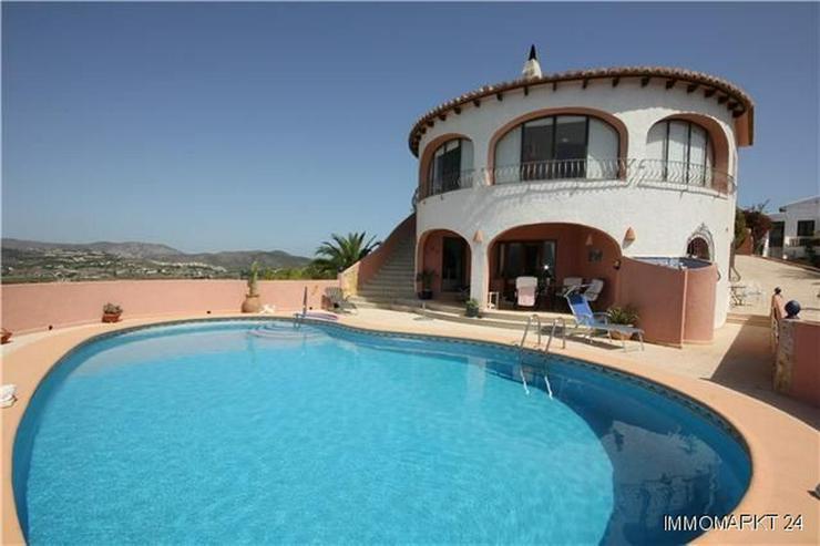 Villa mit Gästewohnung, Pool und beeindruckendem Ausblick