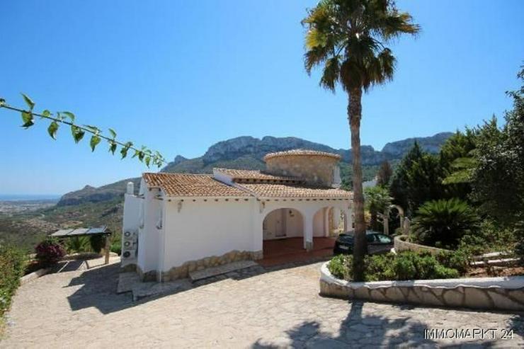 Schöne Villa in ruhiger Lage mit traumhafter Aussicht und Privatpool - Haus kaufen - Bild 1