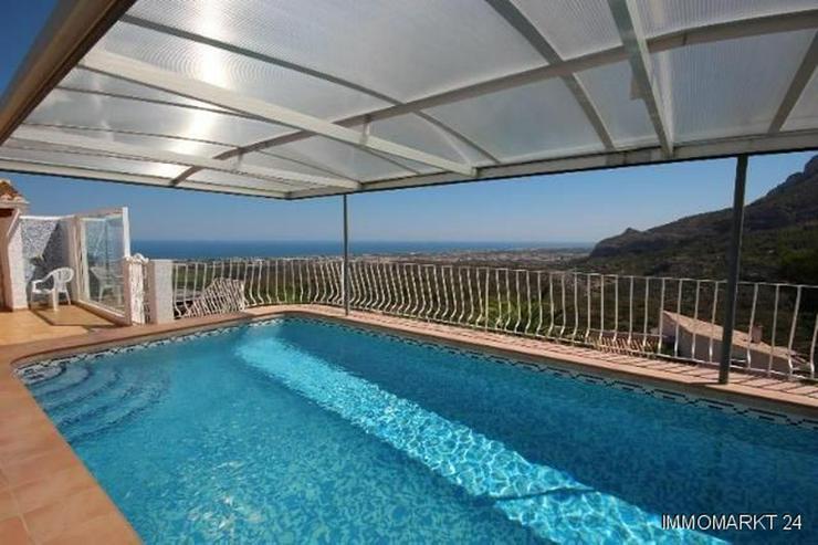 Bild 2: Schöne Villa in ruhiger Lage mit traumhafter Aussicht und Privatpool