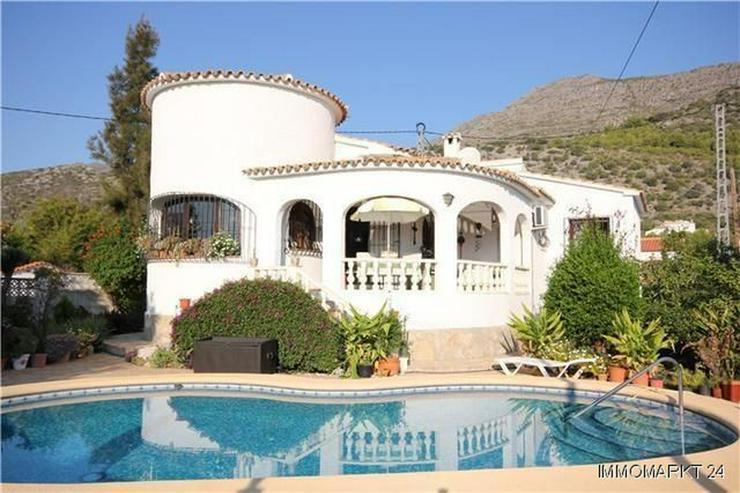 Sehr romantisch gelegene Villa mit Pool und herrlichem Panoramablick - Haus kaufen - Bild 1