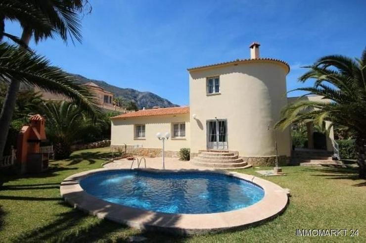 Großzügige Villa mit Pool, BBQ und Dachterrasse in stadtnaher Lage - Bild 1