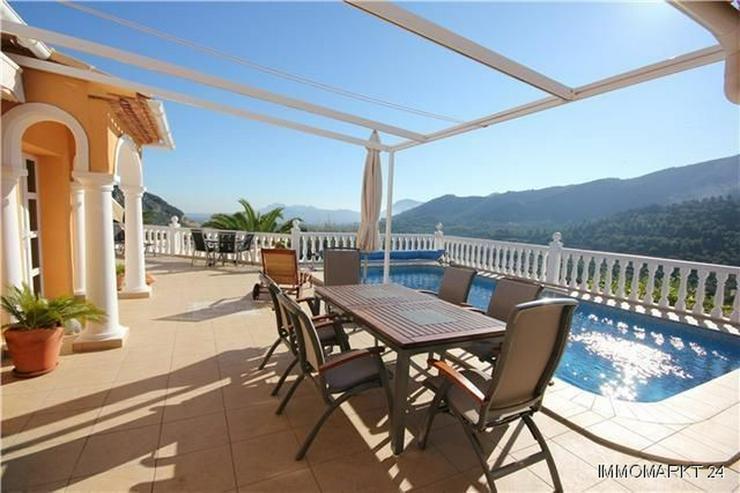 Bild 2: Hochwertig ausgestattete Villa mit zahlreichen Extras in unbeschreiblich schöner Aussicht...