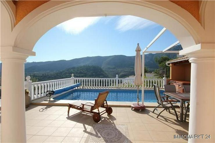 Bild 3: Hochwertig ausgestattete Villa mit zahlreichen Extras in unbeschreiblich schöner Aussicht...