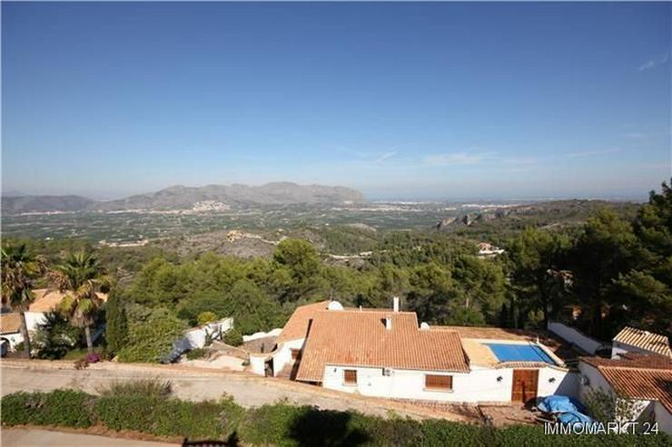 Bild 3: Großzügige Villa mit Pool, Garage, Dachterrasse und einmaliger Aussicht