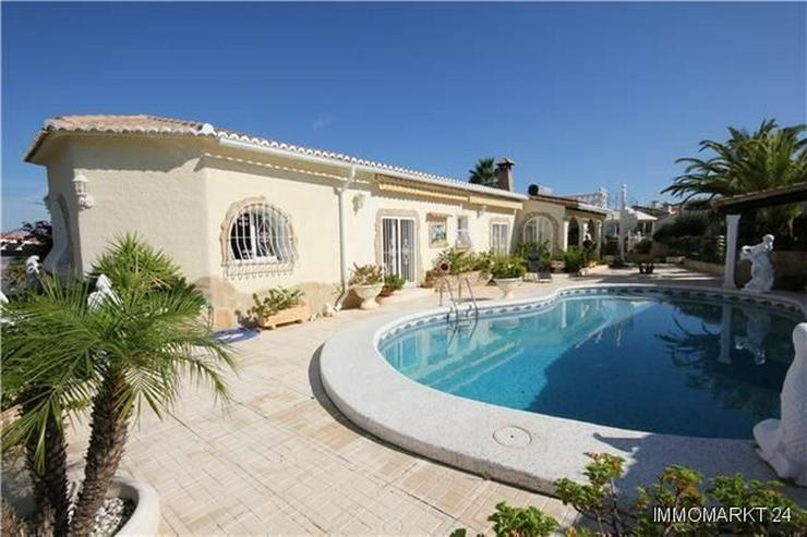 Großzügige Villa mit Pool, Garage, Dachterrasse und einmaliger Aussicht - Haus kaufen - Bild 1