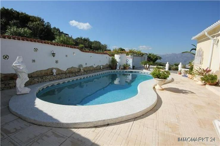 Bild 2: Großzügige Villa mit Pool, Garage, Dachterrasse und einmaliger Aussicht
