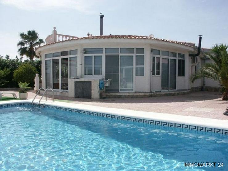 Villa mit Pool, Garage und Sommerküche - Haus kaufen - Bild 1