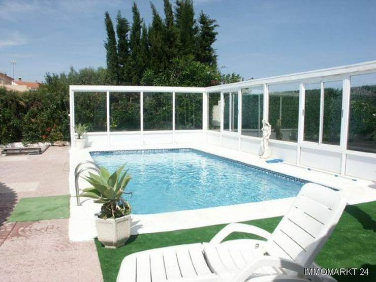 Bild 2: Villa mit Pool, Garage und Sommerküche