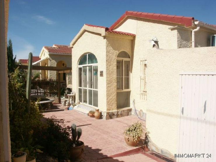 Villa mit Wintergarten und Garage - Bild 1