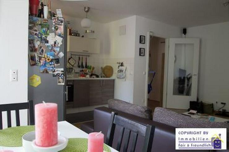 Bild 3: *IHR NEUES WOHLFÜHLHEIM! Neubau, hochw. 2-Zi. mit Sonnenbalkon und offener Küche*