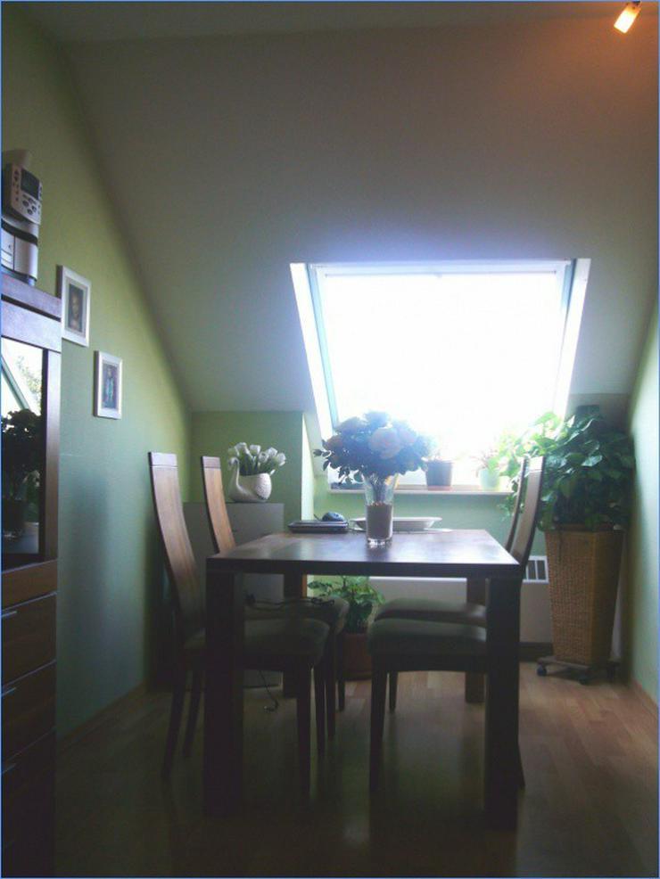 Bild 4: Gemütlich und schick: Sonnige Dachgeschoss-Wohnung mit herrlichem Ausblick! ***Erbpachtob...