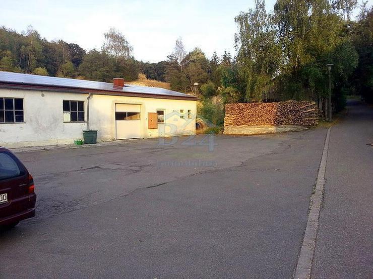 Bild 2: Saniertes Einfamilienhaus mit drei Lagerhallen