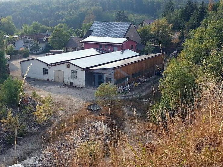Drei Lagerhallen und dazu ein saniertes Einfamilienhaus