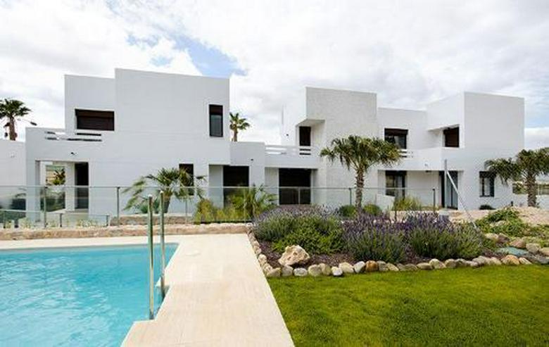 Moderne Reihenhäuser mit Gemeinschaftspool in sehr schöner Golfanlage - Haus kaufen - Bild 1