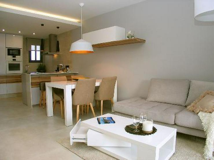 Bild 4: Moderne Obergeschoss-Appartements in abgeschlossener Anlage mit Gemeinschaftspool