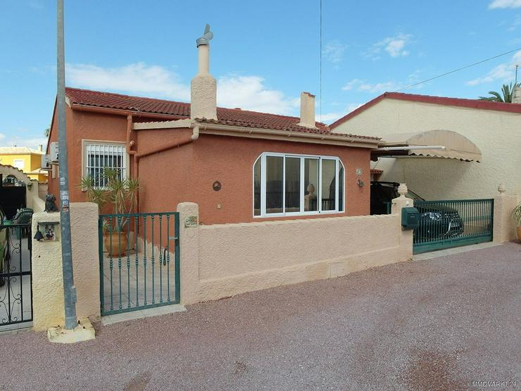 Sehr gepflegte Villa mit 2 Wohnzimmern und schönem Ausblick auf Grünzone - Haus kaufen - Bild 1