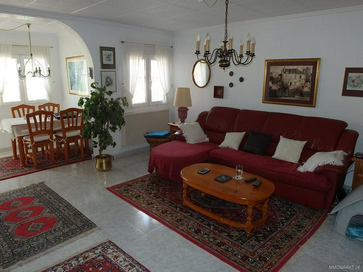Bild 3: Sehr gepflegte Villa mit 2 Wohnzimmern und schönem Ausblick auf Grünzone