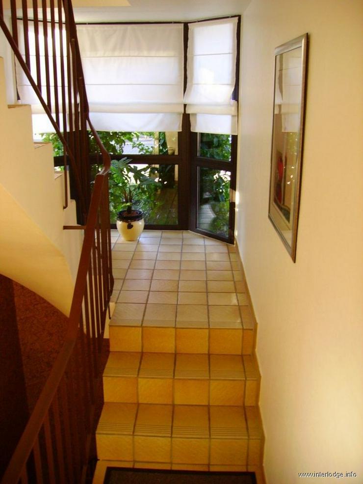 Bild 2: INTERLODGE Modern möblierte 2-Zi.-Whg mit separatem Eingang und Balkon in bevorzugter Woh...