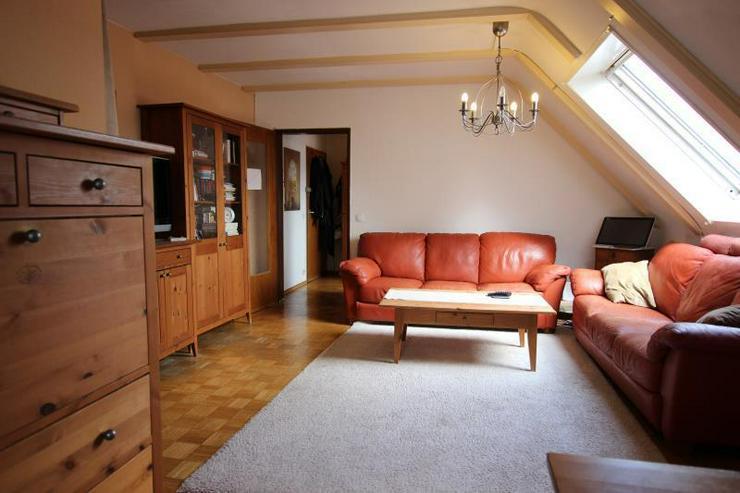 Bild 2: Unterm Dach in Degerloch: 2,5-Zimmer-Wohnung mit Außenstellplatz - frei ab Januar 2016.