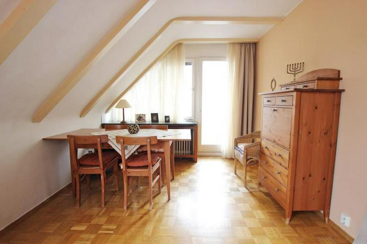Bild 3: Unterm Dach in Degerloch: 2,5-Zimmer-Wohnung mit Außenstellplatz - frei ab Januar 2016.