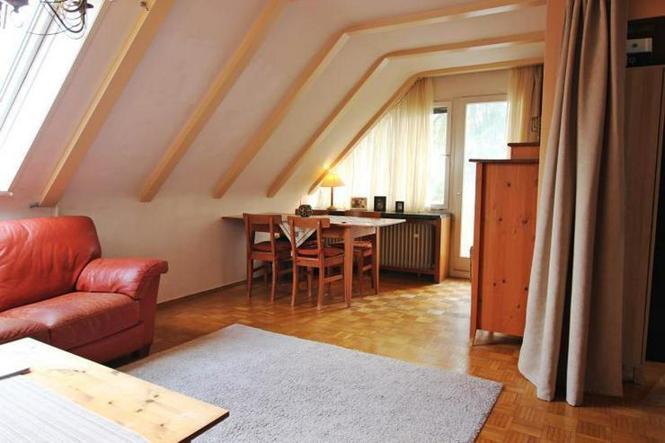 Bild 4: Unterm Dach in Degerloch: 2,5-Zimmer-Wohnung mit Außenstellplatz - frei ab Januar 2016.