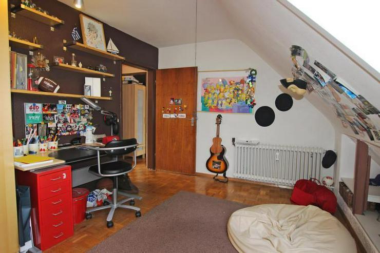 Bild 6: Unterm Dach in Degerloch: 2,5-Zimmer-Wohnung mit Außenstellplatz - frei ab Januar 2016.