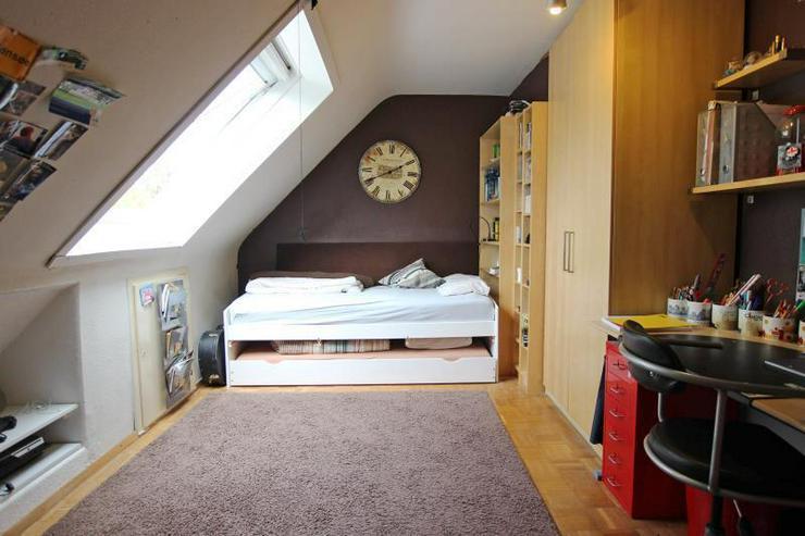 Bild 5: Unterm Dach in Degerloch: 2,5-Zimmer-Wohnung mit Außenstellplatz - frei ab Januar 2016.