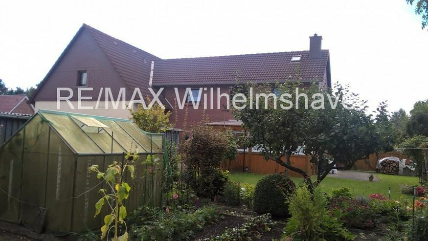Bild 4: REMAX bietet an: Zwei gepflegte Doppelhaushälften in Einem