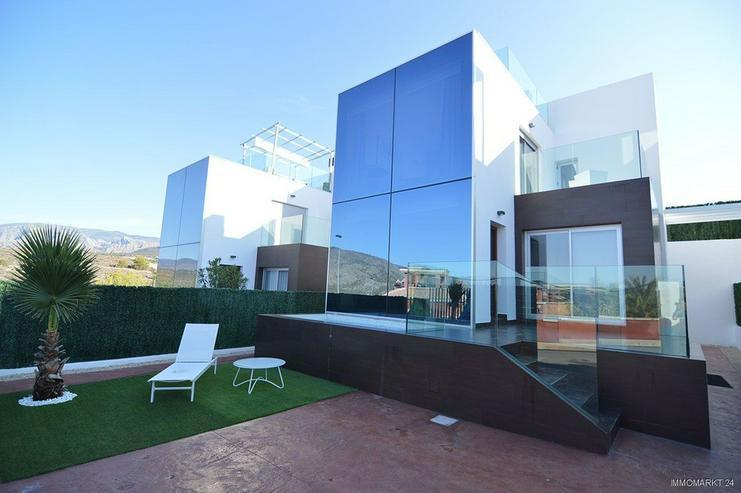 Exklusive und großzügige 5-Zimmer-Villen mit Whirlpool, Gemeinschaftspool und Meerblick - Bild 1