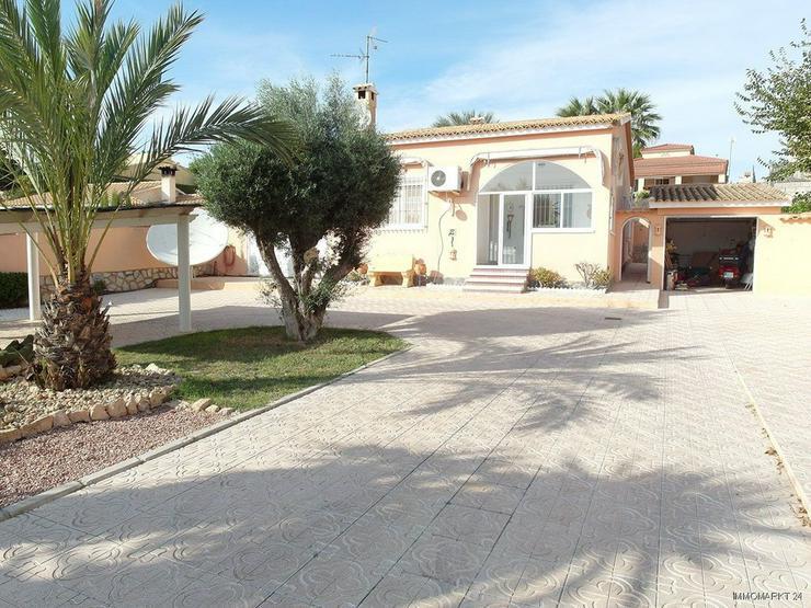 Schöne Villa mit Wintergarten, Garage und Privatpool in La Escuera - Bild 1