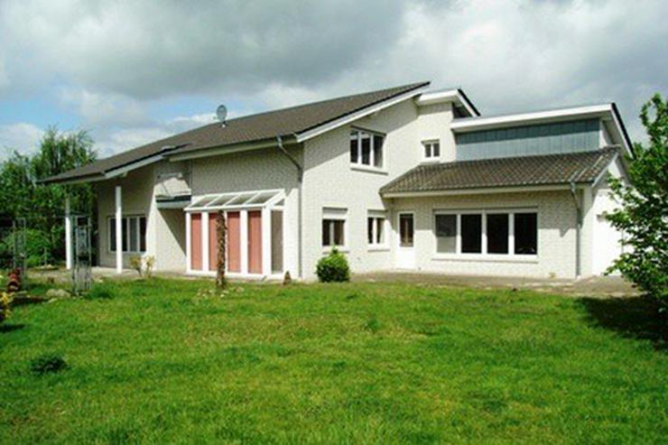 Modernes, neuwertiges Wohnhaus mit Bürotrakt und Stahllagerhalle im Gewerbegebiet in Garr... - Haus kaufen - Bild 1