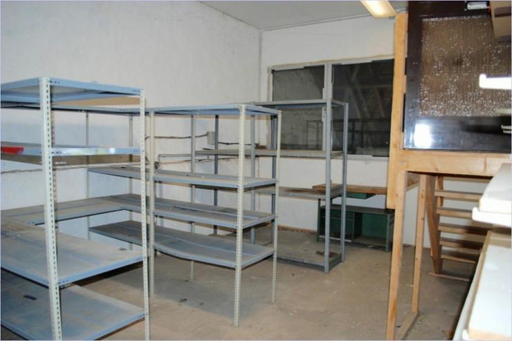 Bild 11: alte Scheune mit Büro und WC