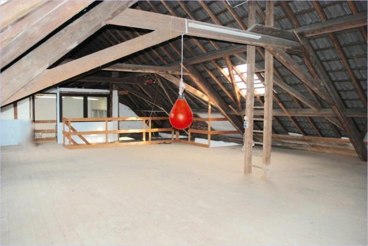 Bild 14: alte Scheune mit Büro und WC