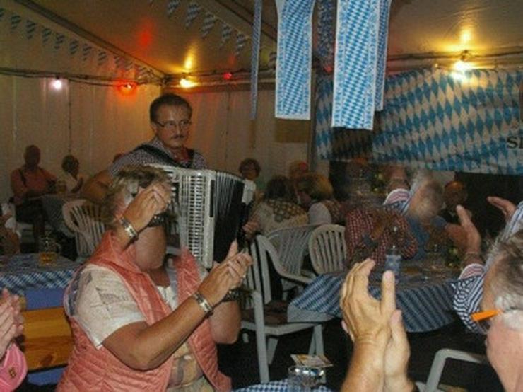 Bild 2: Akkordeonspieler aus Münsterland und NRW