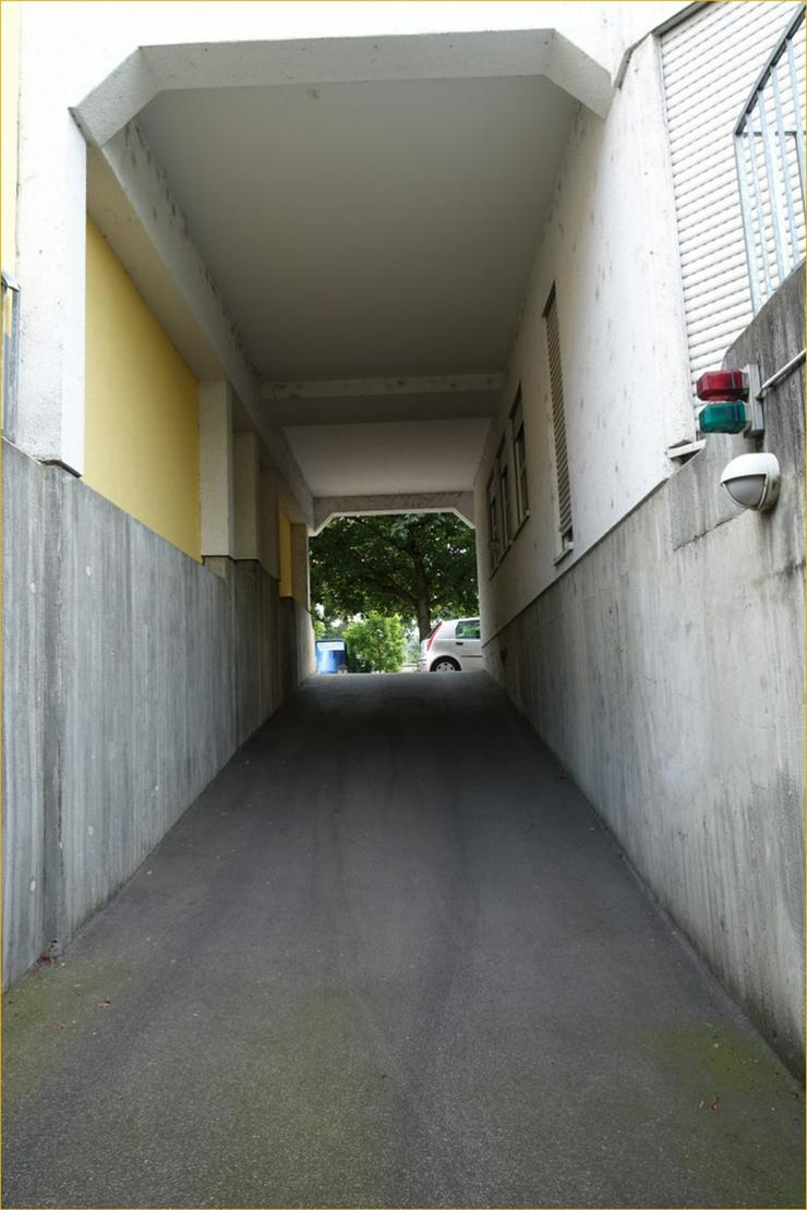 Bild 3: Provisionsfrei: Gepflegte 2,5-Zimmer-Wohnung in zentraler Lage von GP