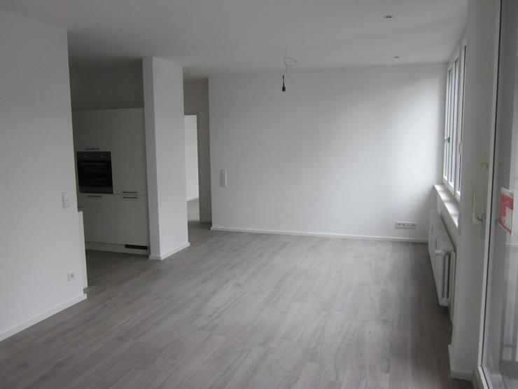Bild 3: ***TOP-Moderne, großzügige und luxuriös modernisierte 2-Zimmer-Whng. mit EBK frei ab so...