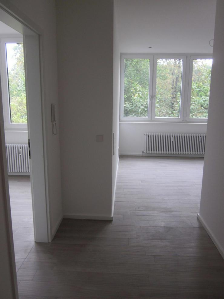 Bild 2: ***TOP-Moderne, großzügige und luxuriös modernisierte 2-Zimmer-Whng. mit EBK frei ab so...