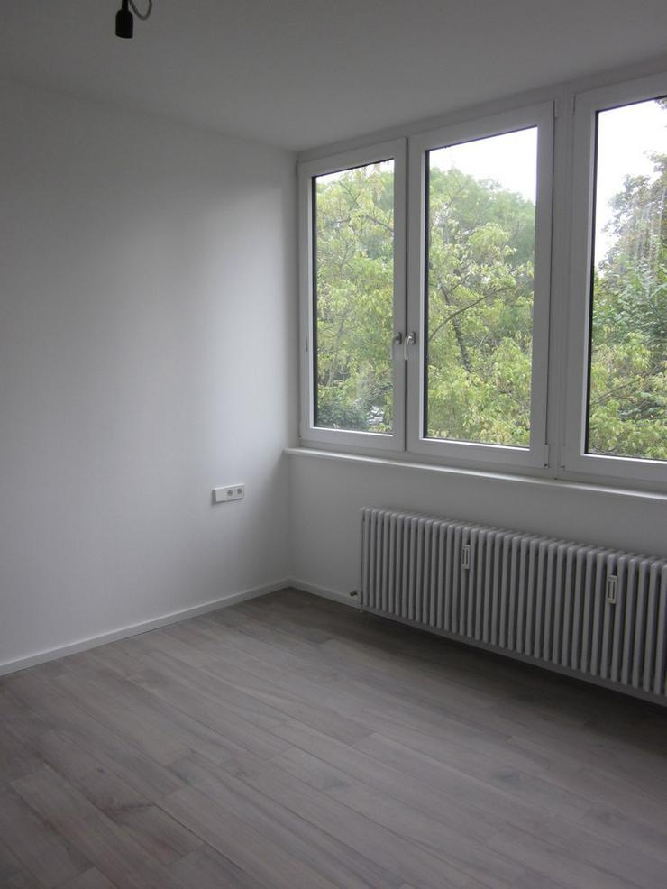 Bild 6: ***TOP-Moderne, großzügige und luxuriös modernisierte 2-Zimmer-Whng. mit EBK frei ab so...