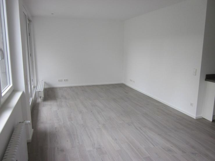 Bild 4: ***TOP-Moderne, großzügige und luxuriös modernisierte 2-Zimmer-Whng. mit EBK frei ab so...