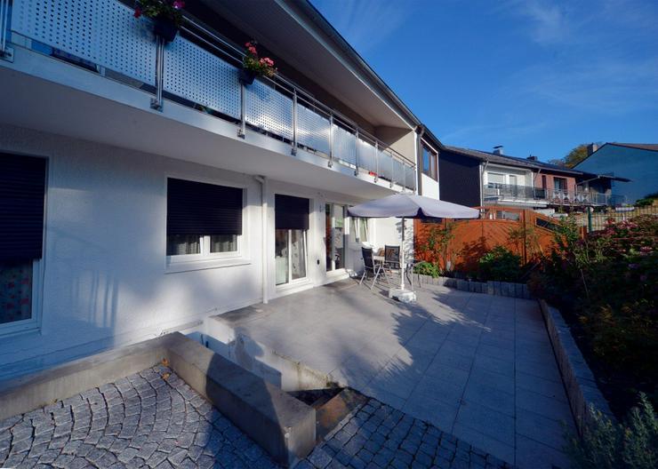 gro z gige eigentumswohnung mit gro er terrasse und garten in einem 2 familienhaus in m lheim. Black Bedroom Furniture Sets. Home Design Ideas