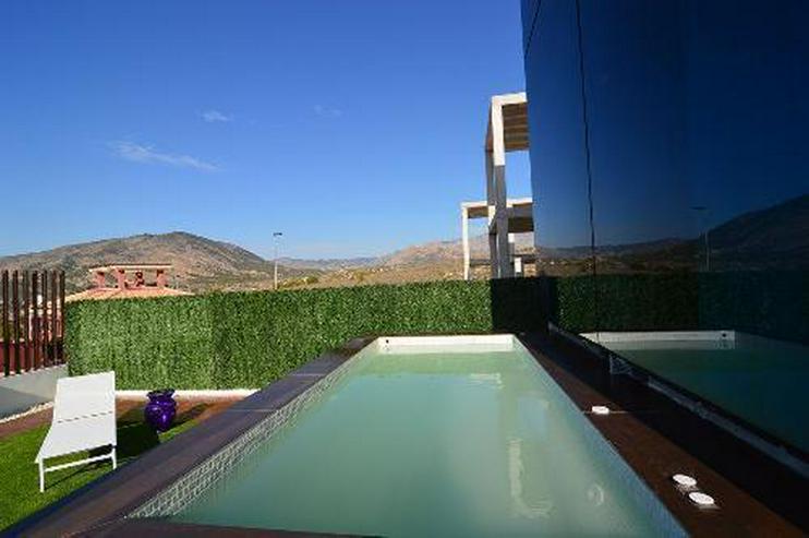 Bild 2: Exklusive und großzügige 5-Zimmer-Villen mit Whirlpool, Gemeinschaftspool und Meerblick