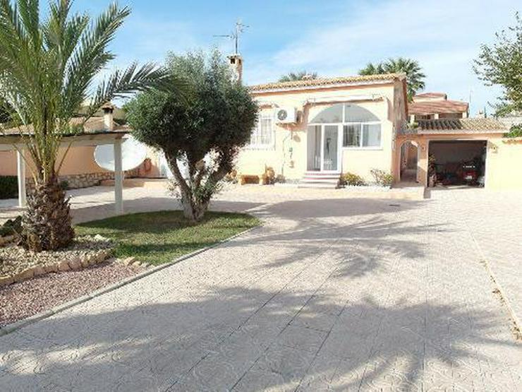 Schöne Villa mit Wintergarten, Garage und Privatpool in La Escuera