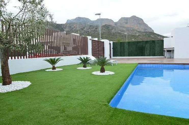 Exklusive 6-Zimmer-Villen mit Privatpool in wunderschöner Umgebung - Auslandsimmobilien - Bild 2