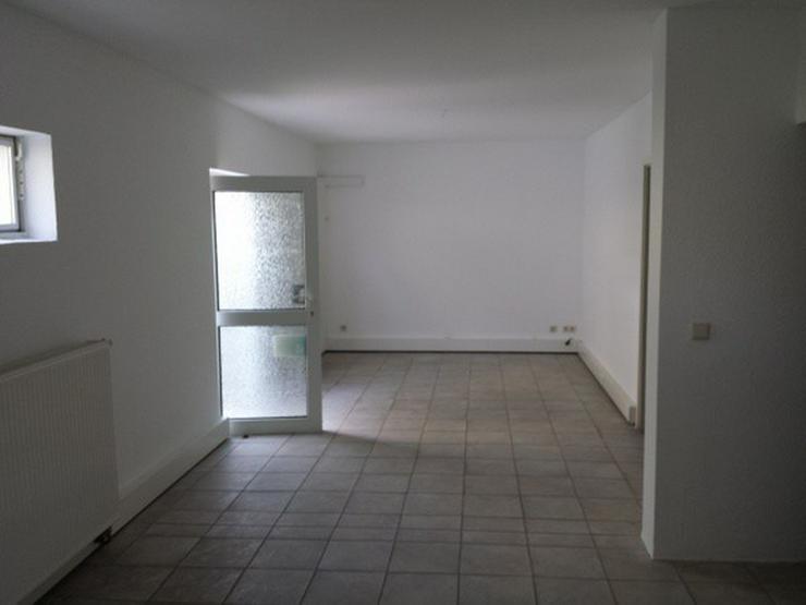 Bild 4: Büro-/Praxisräume Souterrain mit eigenem Zugang in gepflegtem Mehrfamilienhaus