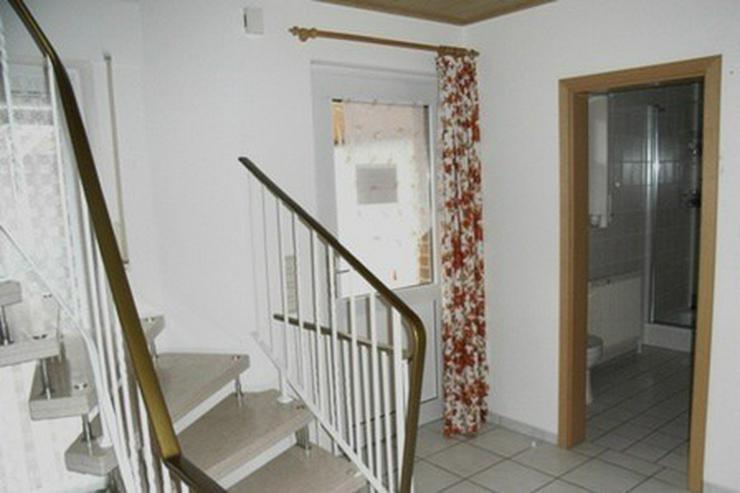 Bild 4: Solides Ein-/Zweifamilienhaus mit Teilkeller, Garage, Wintergarten und überdachter Terras...