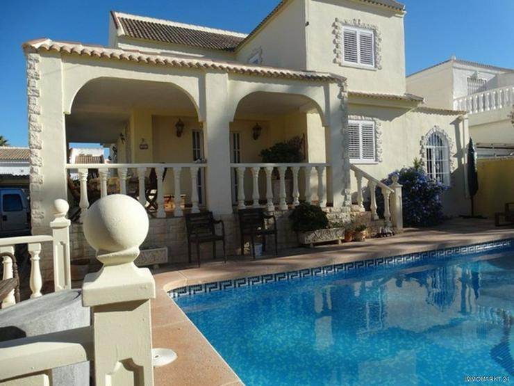 Sehr schöne und großzügige Villa mit Privatpool - Bild 1